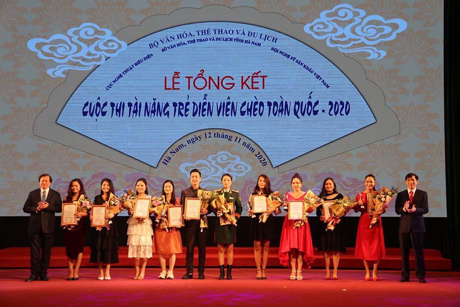 10 huy chương Vàng được trao tại Tài năng trẻ sân khấu Chèo chuyên nghiệp toàn quốc  - Ảnh 1.