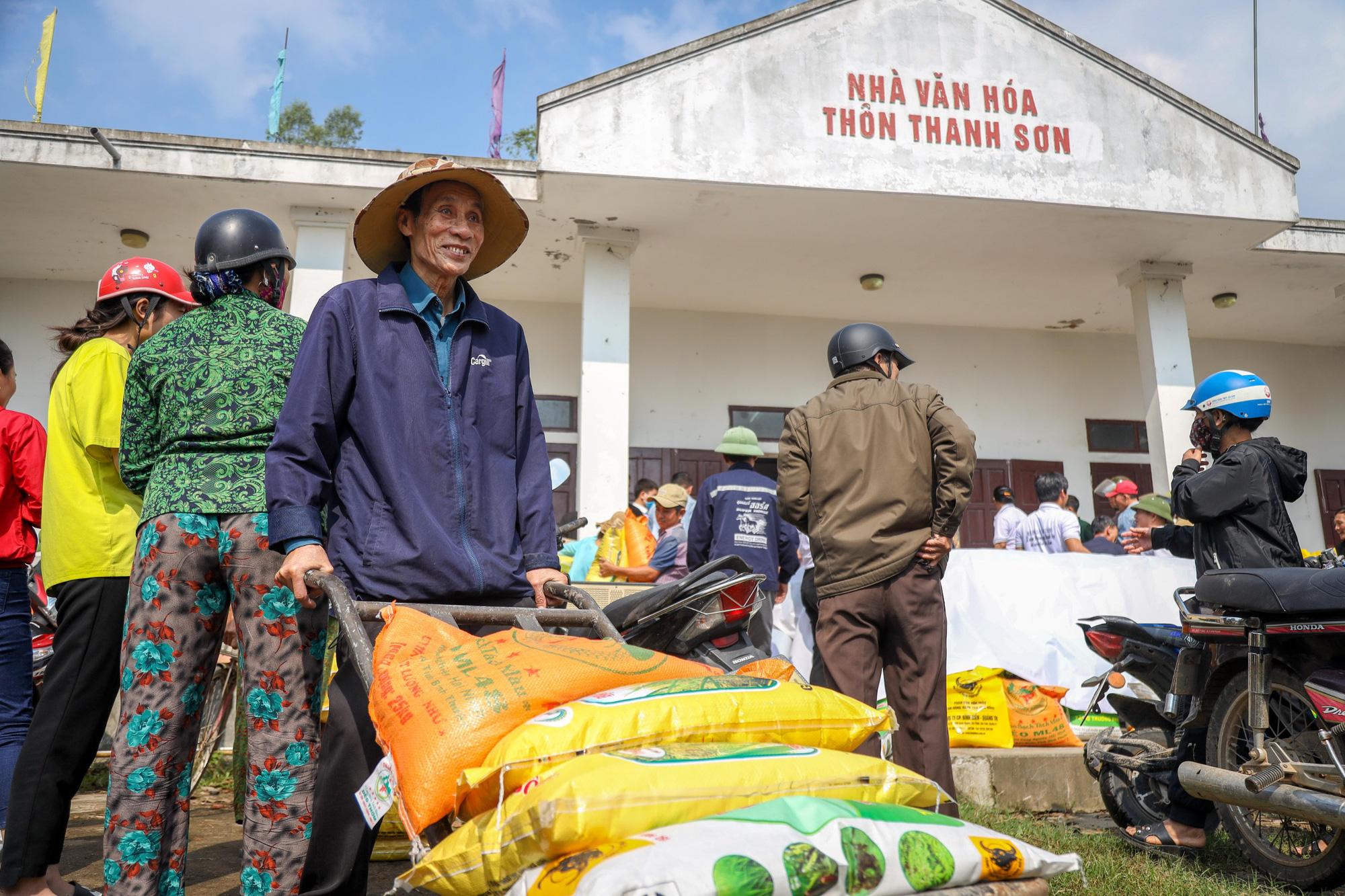 """""""Trao cần câu"""" giúp bà con vùng lũ Quảng Trạch (Quảng Bình) tái sản xuất vụ lúa đông xuân - Ảnh 8."""