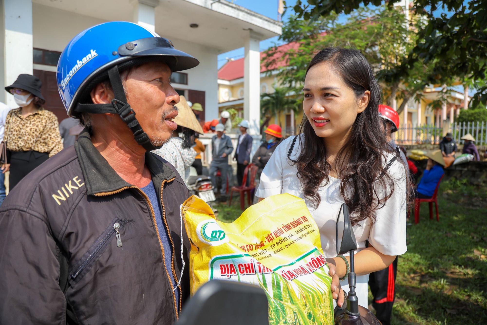 """""""Trao cần câu"""" giúp bà con vùng lũ Quảng Trạch (Quảng Bình) tái sản xuất vụ lúa đông xuân - Ảnh 5."""