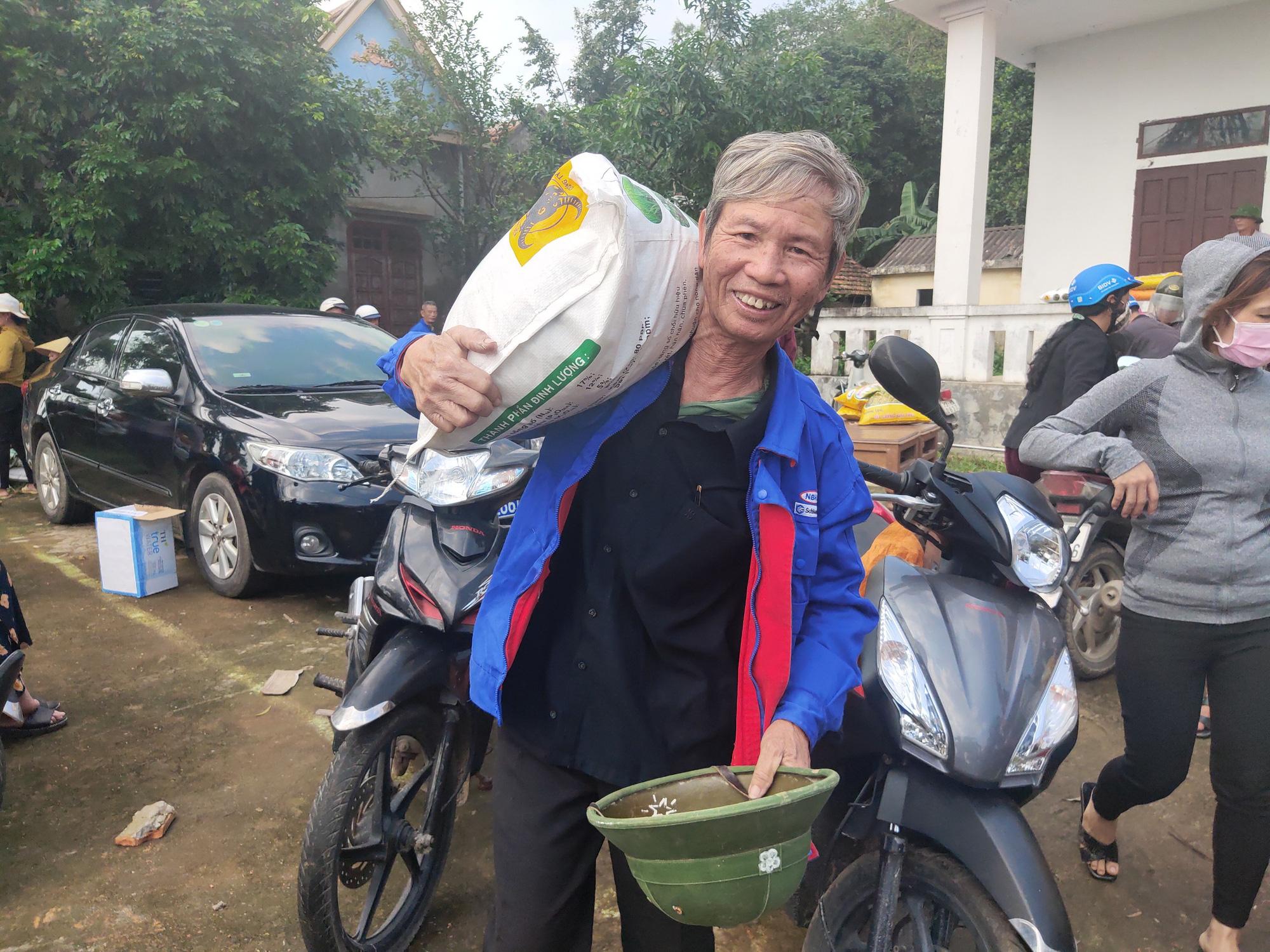 """""""Trao cần câu"""" giúp bà con vùng lũ Quảng Trạch (Quảng Bình) tái sản xuất vụ lúa đông xuân - Ảnh 3."""