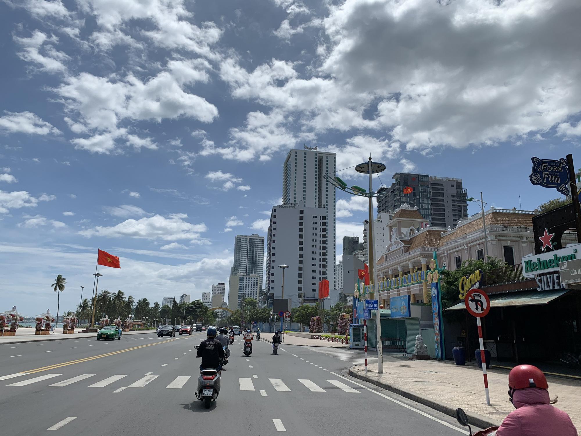 Sau kỷ luật cảnh cáo, Giám đốc Sở Xây dựng Khánh Hòa nghỉ hưu trước tuổi - Ảnh 2.