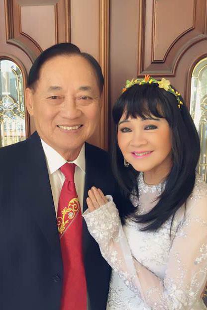 Tuổi 74, danh ca Hoàng Oanh vẫn trẻ đẹp, hạnh phúc bên chồng nhạc sĩ - Ảnh 8.