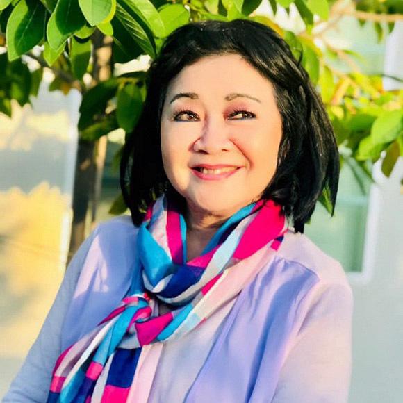 Tuổi 74, danh ca Hoàng Oanh vẫn trẻ đẹp, hạnh phúc bên chồng nhạc sĩ - Ảnh 15.
