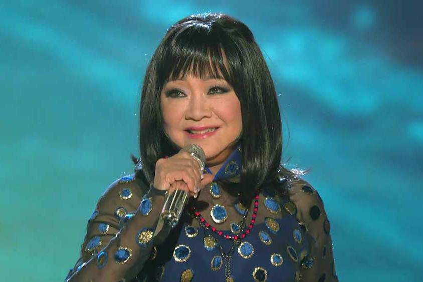 Tuổi 74, danh ca Hoàng Oanh vẫn trẻ đẹp, hạnh phúc bên chồng nhạc sĩ - Ảnh 4.