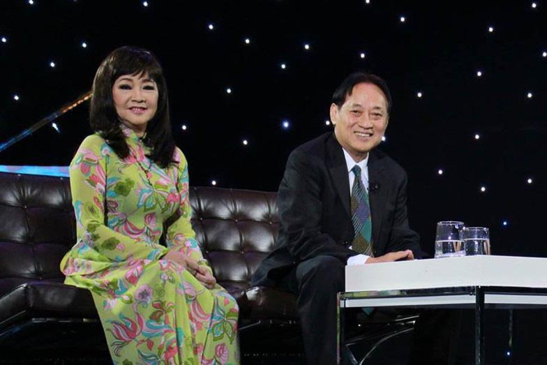 Tuổi 74, danh ca Hoàng Oanh vẫn trẻ đẹp, hạnh phúc bên chồng nhạc sĩ - Ảnh 9.