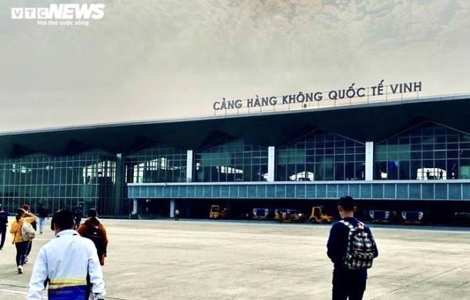Đóng cửa 5 sân bay ở miền Trung doảnh hưởng của bão số 13 - Ảnh 1.