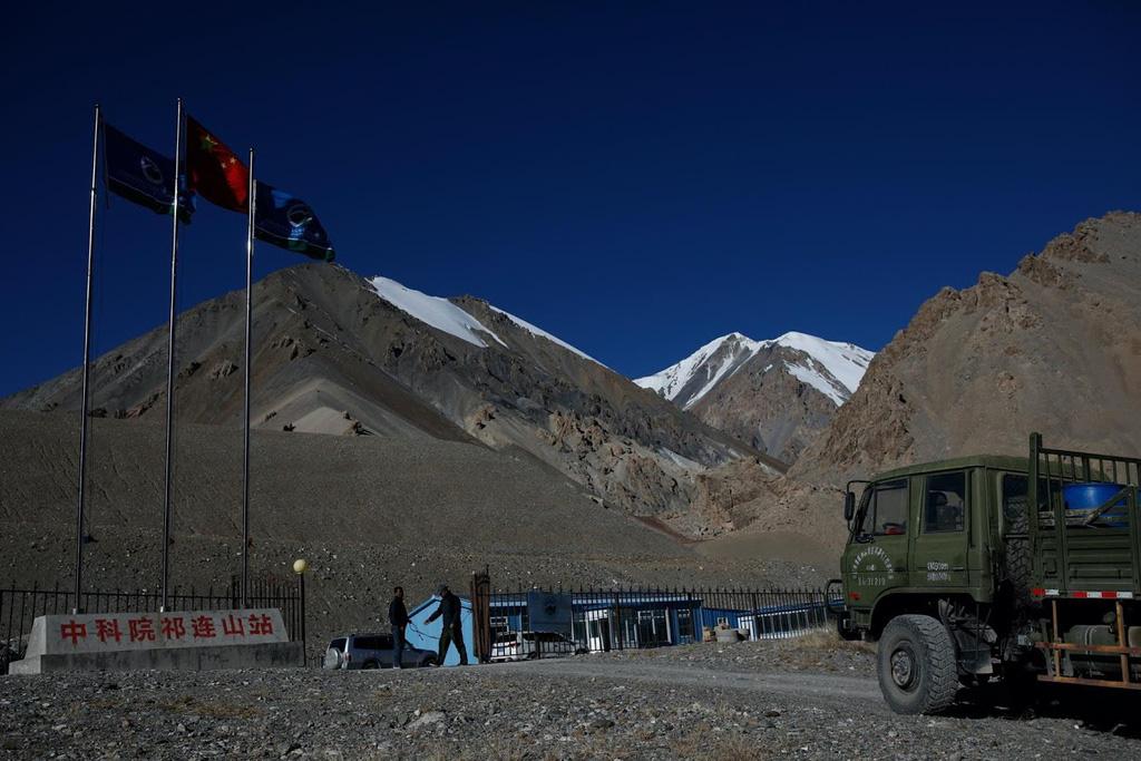 Ảnh: Băng tan dần trên dãy Kỳ Liên Sơn, Trung Quốc - Ảnh 4.