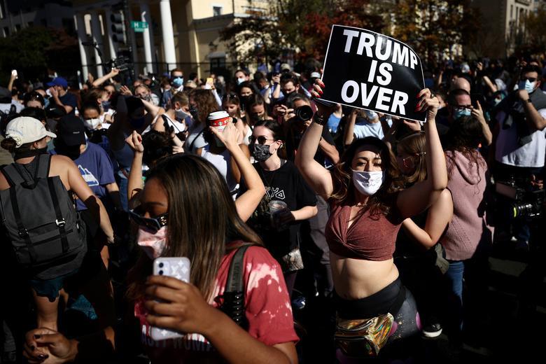 Ảnh thế giới 7 ngày qua: 2 biểu cảm trái ngược của TT Trump và Biden sau khi có kết quả bầu cử Mỹ - Ảnh 3.