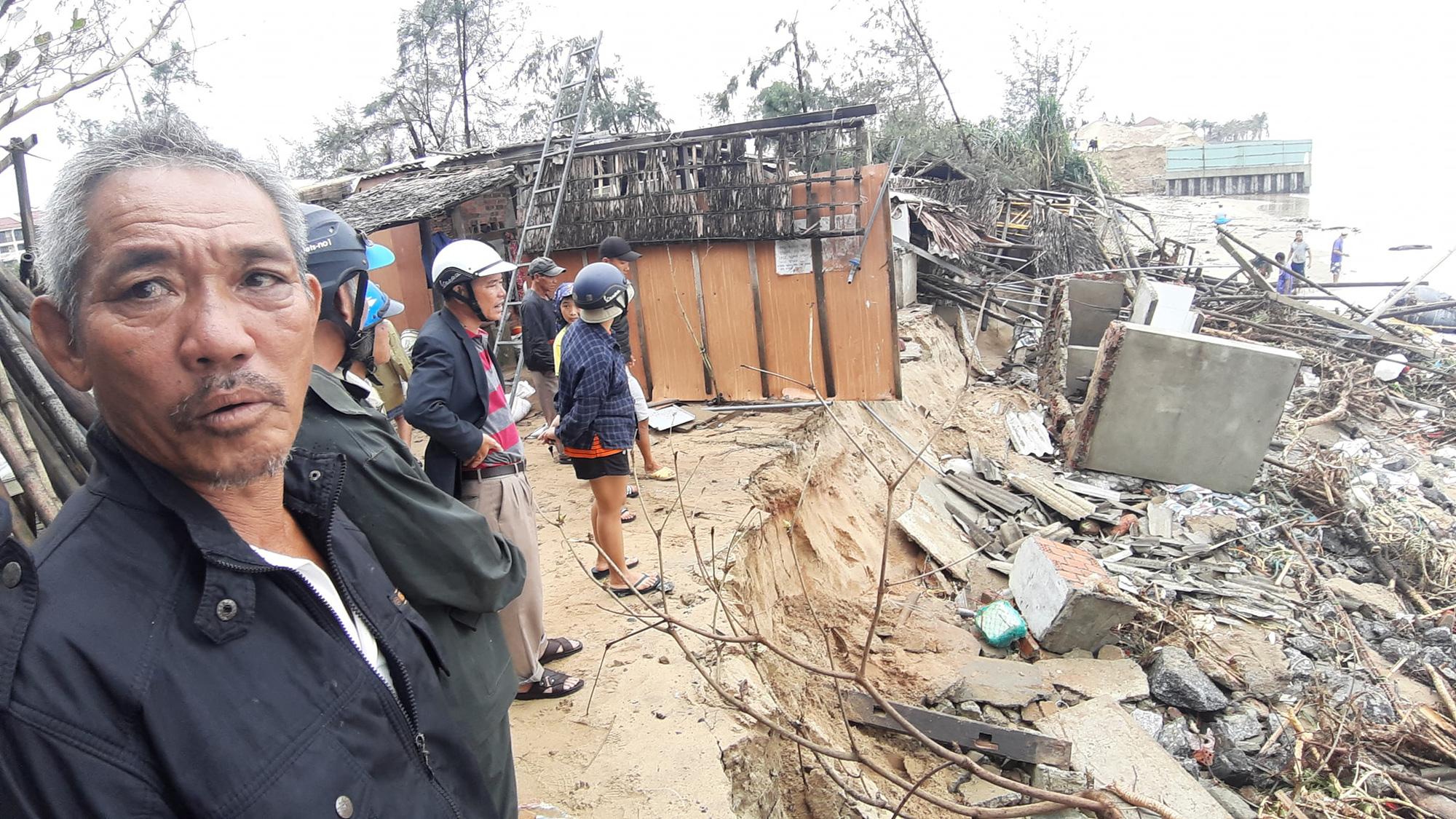Ảnh hưởng bão số 13: Hàng chục nhà hàng ven biển An Bàng, Hội An bị đánh sập  - Ảnh 3.