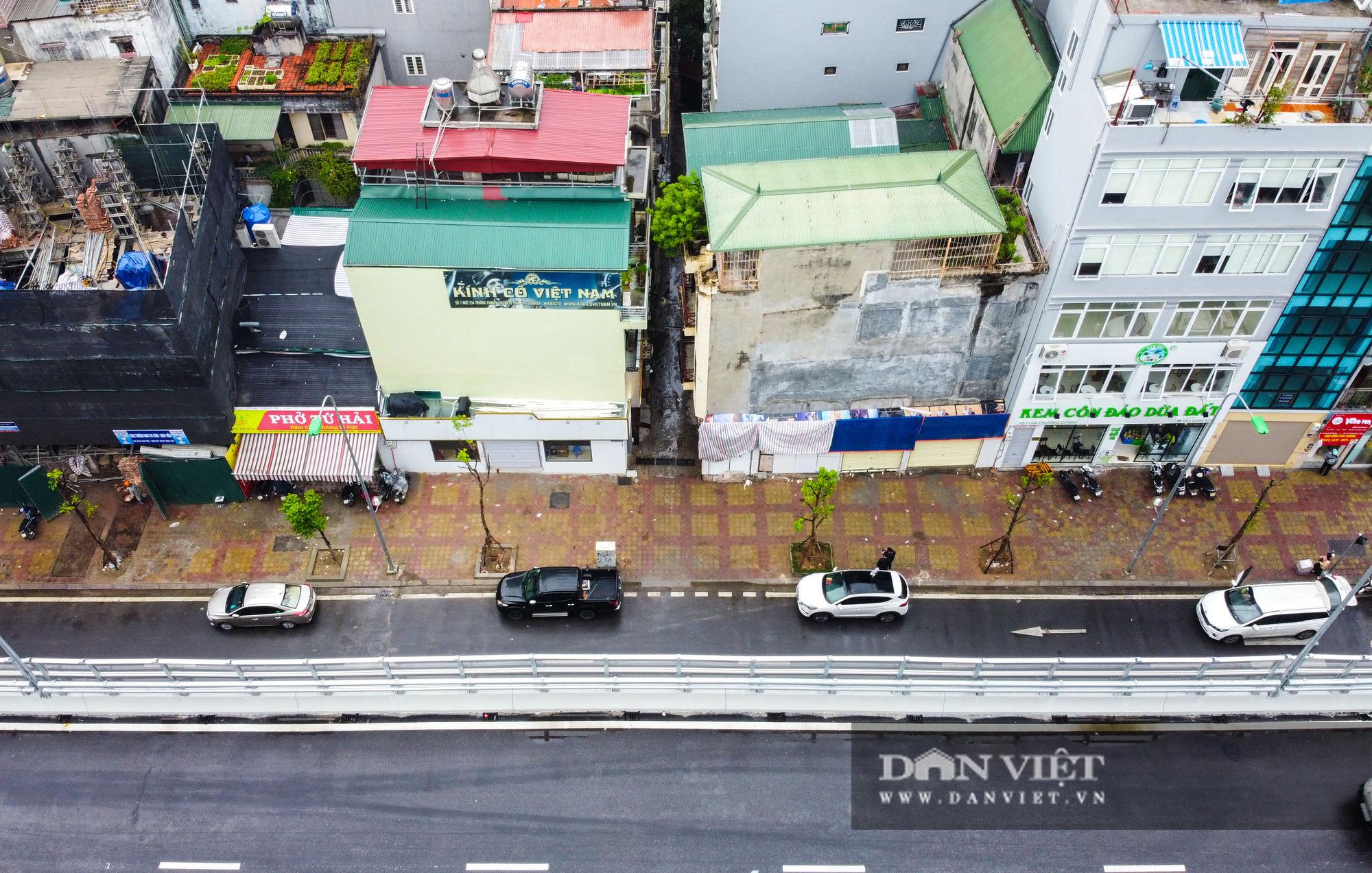 Kỳ lạ 2 ngôi nhà mặt đường siêu mỏng trên đường Trường Chinh - Ảnh 2.