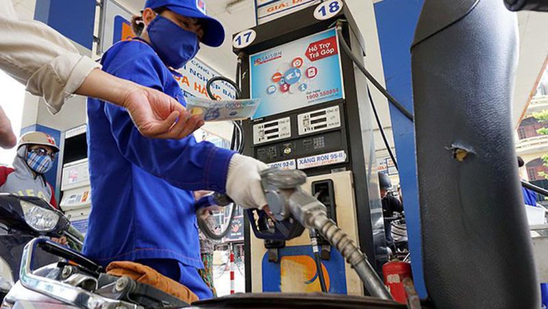 Quỹ bình ổn giá xăng dầu dư trên 10.000 tỷ đồng - Ảnh 1.