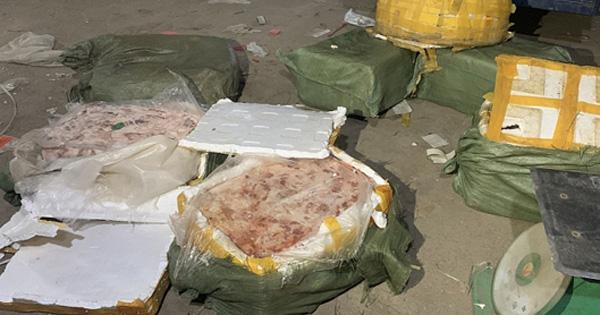 Lạng Sơn: Bắt giữ hơn 6 tạ nầm lợn đông lạnh nhập lậu từ biên giới  - Ảnh 1.