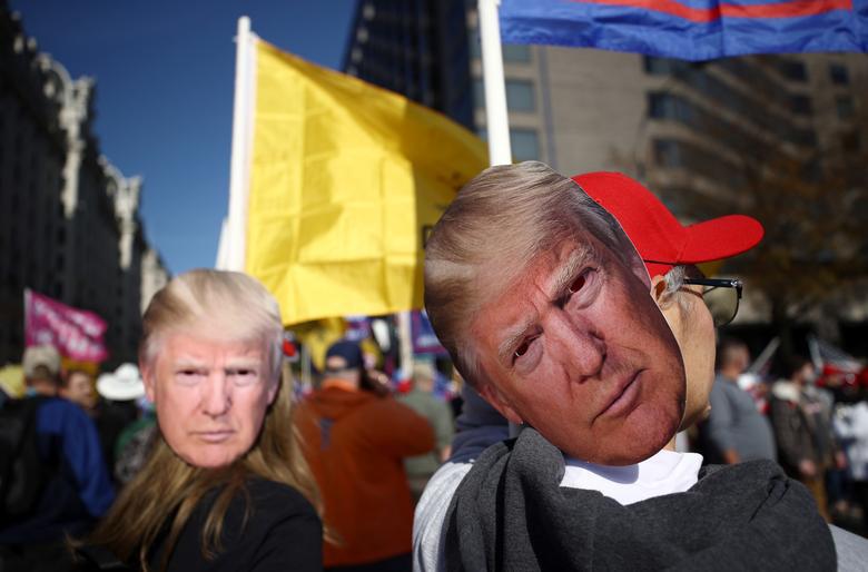 Ảnh: Nghìn người kéo về Washington phản đối kết quả bầu cử, Tổng thống Donald Trump vẫn đi chơi golf - Ảnh 7.