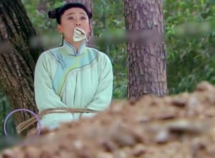 """""""Cười ngất"""" vì cảnh mỹ nhân phim cổ trang Trung Quốc lộ """"sạn siêu to khổng lồ"""", khán giả ngán ngẩm - Ảnh 9."""