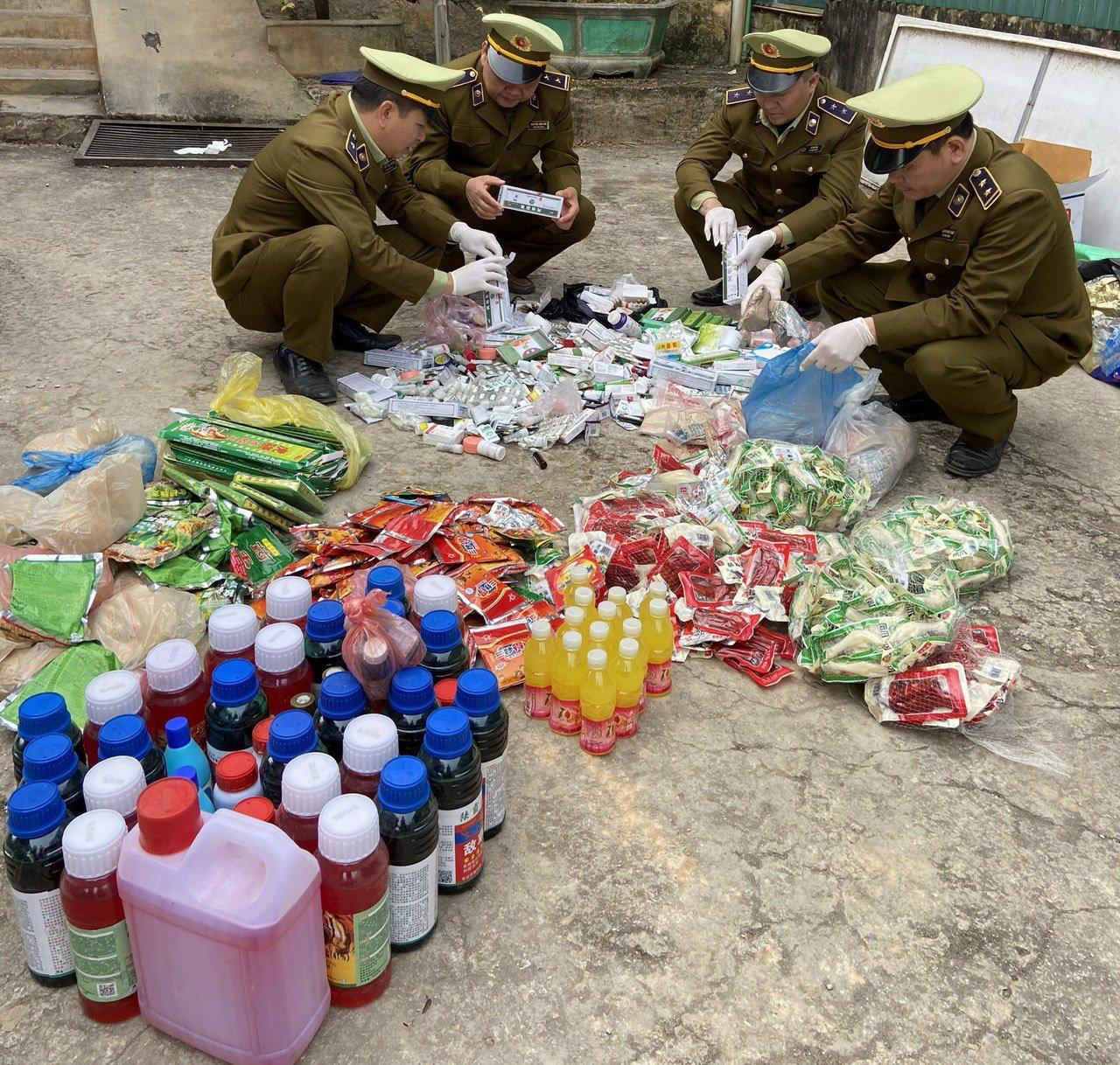 Hà Giang: Thu giữ gần 300kg thuốc bảo vệ thực vật không rõ nguồn gốc - Ảnh 1.