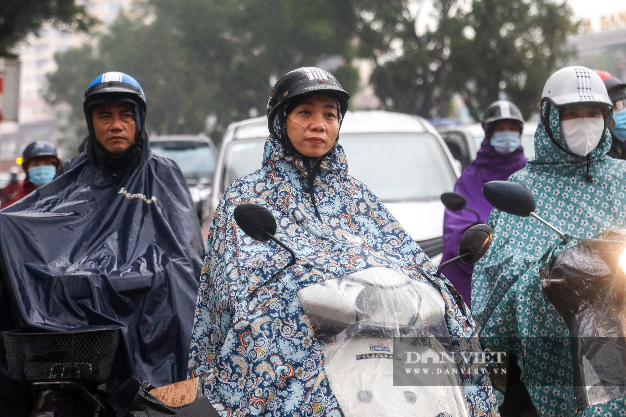 """Hà Nội: Tăng mức phạt gấp 10 lần, người dân vẫn """"quên"""" khẩu trang - Ảnh 1."""