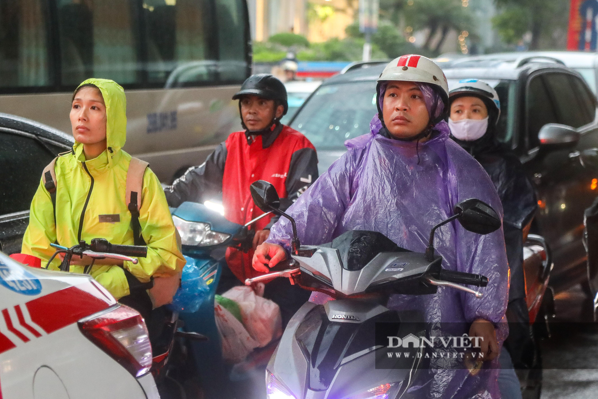 """Hà Nội: Tăng mức phạt gấp 10 lần, người dân vẫn """"quên"""" khẩu trang - Ảnh 2."""