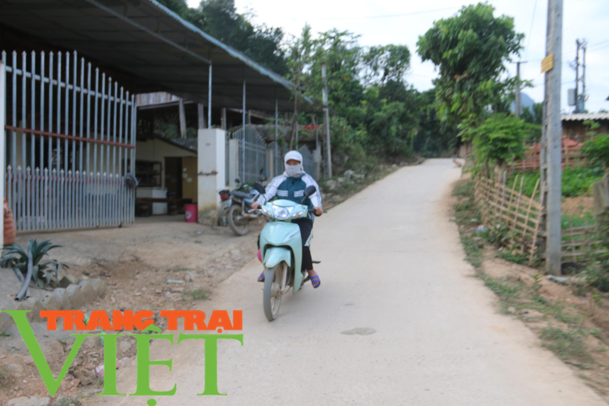 Quỳnh Nhai: Niềm vui trên những con đường nông thôn mới - Ảnh 2.