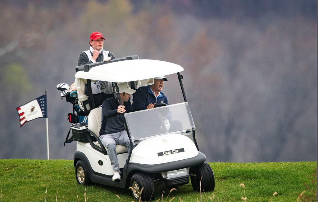 Ảnh: Nghìn người kéo về Washington phản đối kết quả bầu cử, Tổng thống Donald Trump vẫn đi chơi golf - Ảnh 9.
