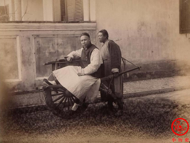 Loạt ảnh cũ cuối thời nhà Thanh: Lễ thành hôn trang trí hoành tráng, một phần Vạn Lý Trường Thành hùng vĩ giữa không trung - Ảnh 1.