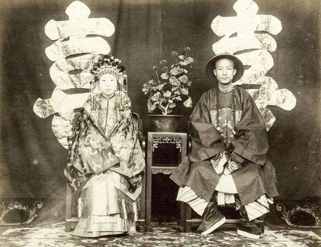 Loạt ảnh cũ cuối thời nhà Thanh: Lễ thành hôn trang trí hoành tráng, một phần Vạn Lý Trường Thành hùng vĩ giữa không trung - Ảnh 6.