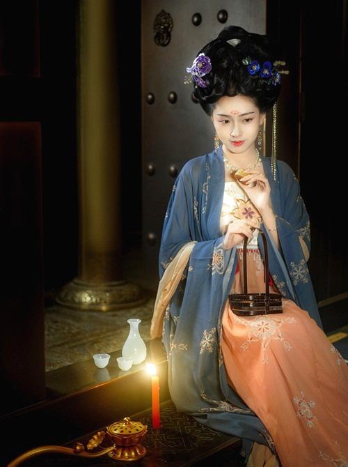 Đệ nhất hoàng hậu Trung Hoa cổ đại mệnh danh người đàn bà thép, phò tá 3 triều đại, nâng đỡ 6 hoàng đế - Ảnh 2.