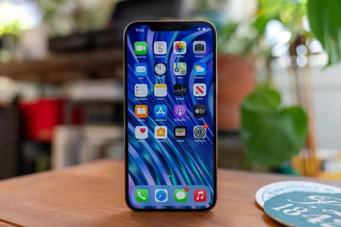 """iPhone 12 Pro Max xách tay về Việt Nam, dân buôn """"toang"""" sau 3 ngày - Ảnh 1."""