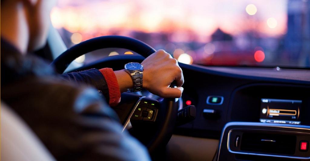 Kinh nghiệm lái xe ô tô thoát khỏi giờ cao điểm - Ảnh 1.