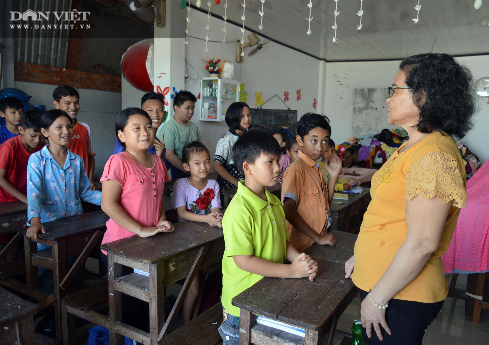 Lớp học tình thương 20 năm của con, em người lao động nghèo ở Cà Mau - Ảnh 4.