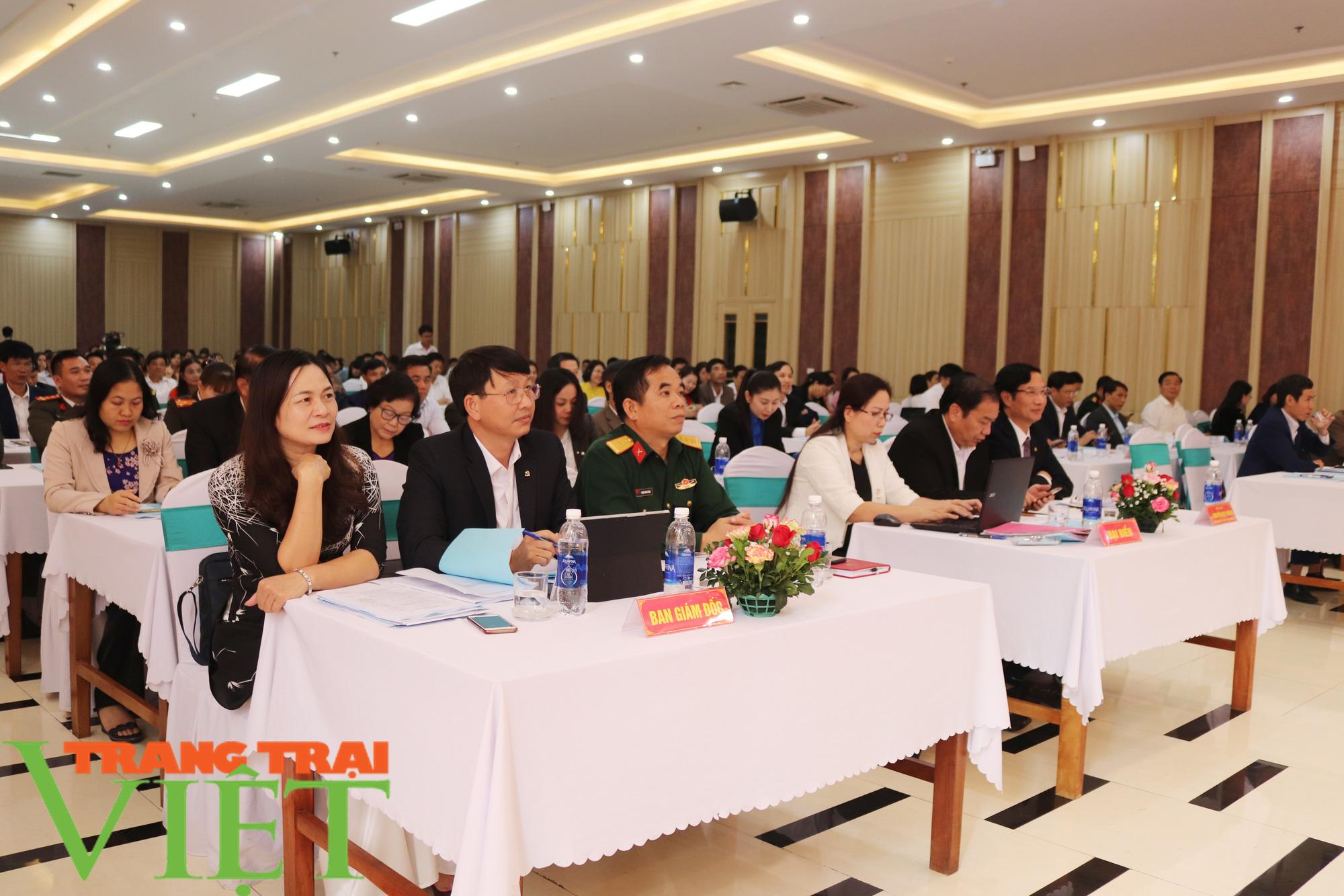 Xây dựng tỉnh Sơn La thành trung tâm giáo dục đào tạo của vùng Tây Bắc - Ảnh 2.