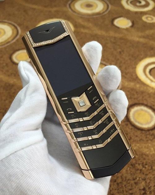 9 chiếc điện thoại Vertu đắt đỏ nhất thế giới, phủ vàng đá quý cả triệu đô la - Ảnh 6.