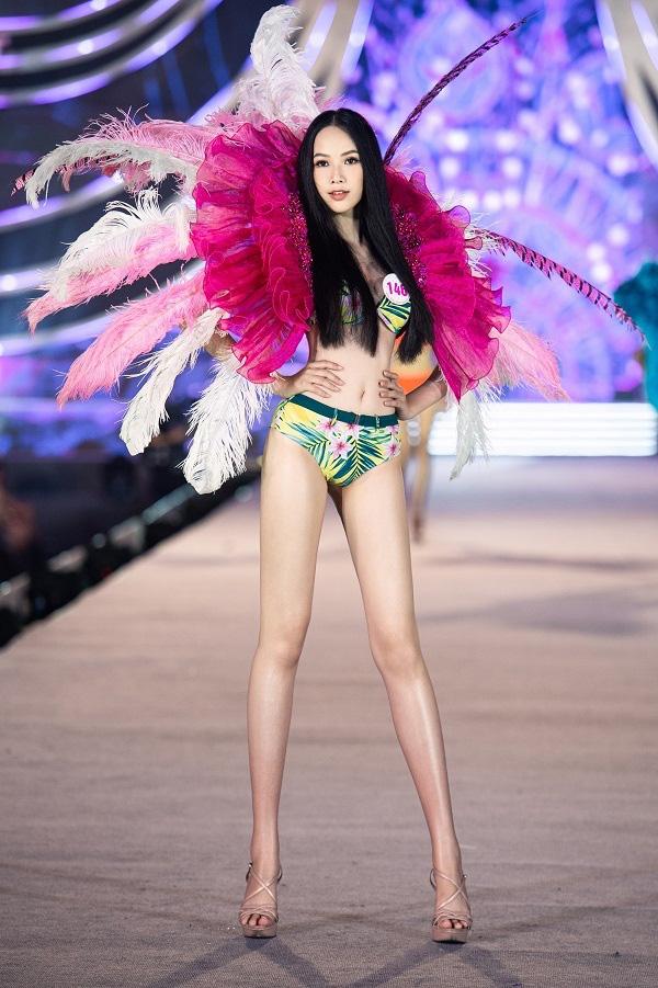 """5 mỹ nhân Hoa hậu Việt Nam 2020 mặc bikini quyến rũ """"đốt mắt"""" dự đoán """"soán ngôi"""" Trần Tiểu Vy là ai? - Ảnh 7."""