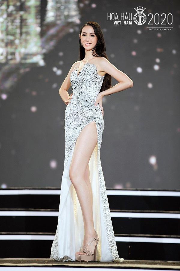 """5 mỹ nhân Hoa hậu Việt Nam 2020 mặc bikini quyến rũ """"đốt mắt"""" dự đoán """"soán ngôi"""" Trần Tiểu Vy là ai? - Ảnh 2."""