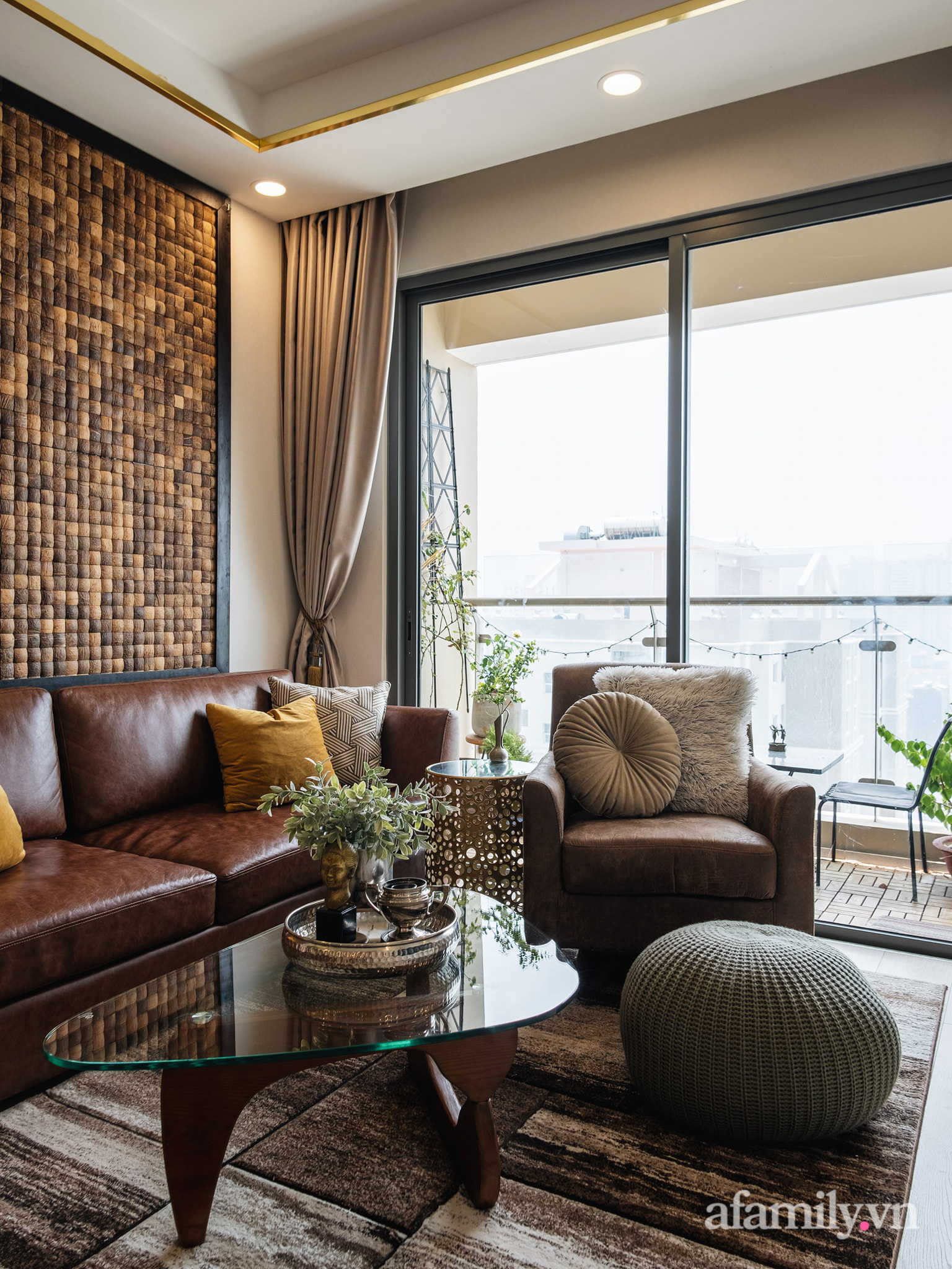 Căn hộ 70m² màu nâu trầm đẹp sang chảnh với chi phí hoàn thiện nội thất 400 triệu đồng ở Sài Gòn - Ảnh 4.