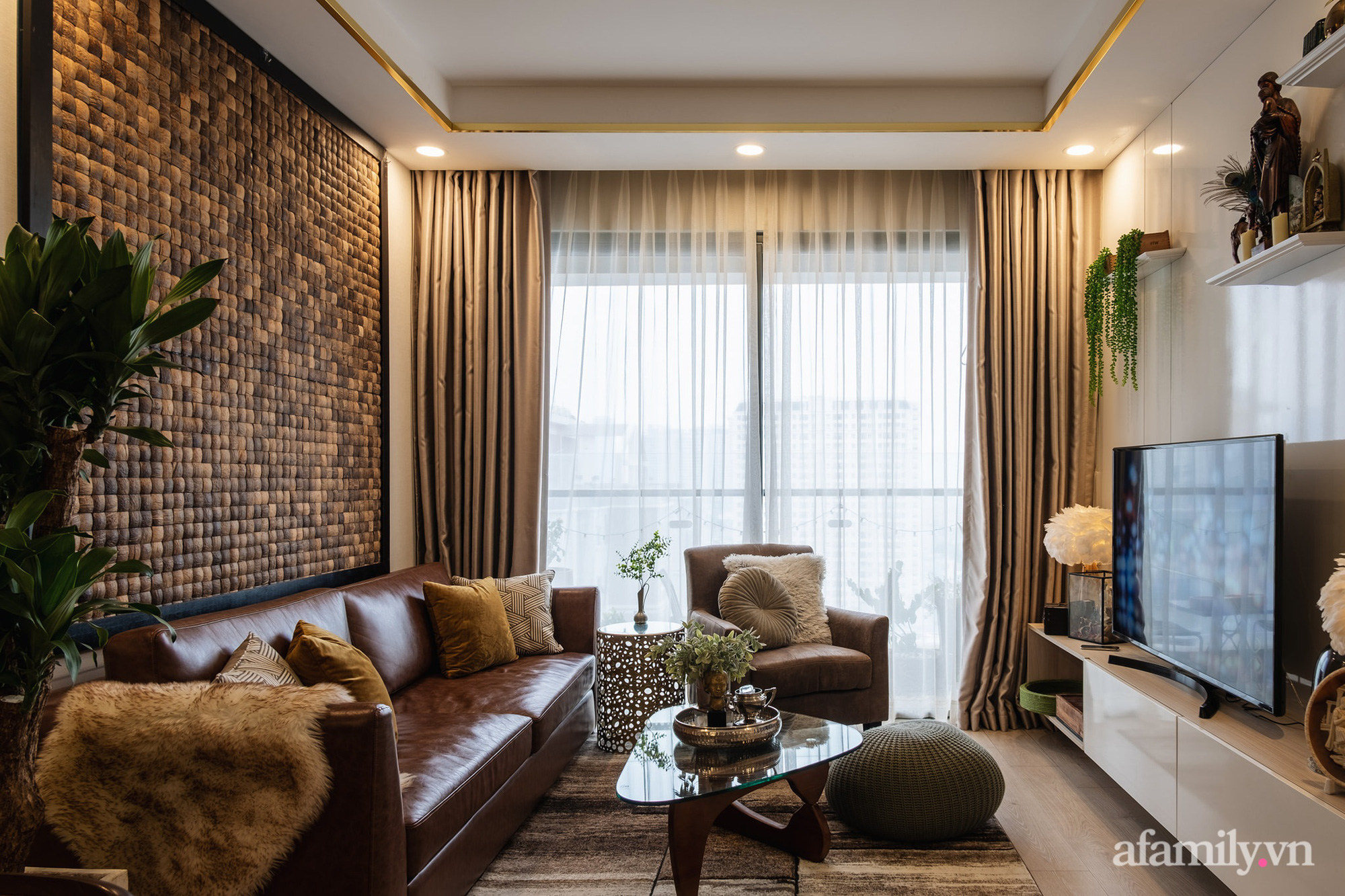 Căn hộ 70m² màu nâu trầm đẹp sang chảnh với chi phí hoàn thiện nội thất 400 triệu đồng ở Sài Gòn - Ảnh 2.