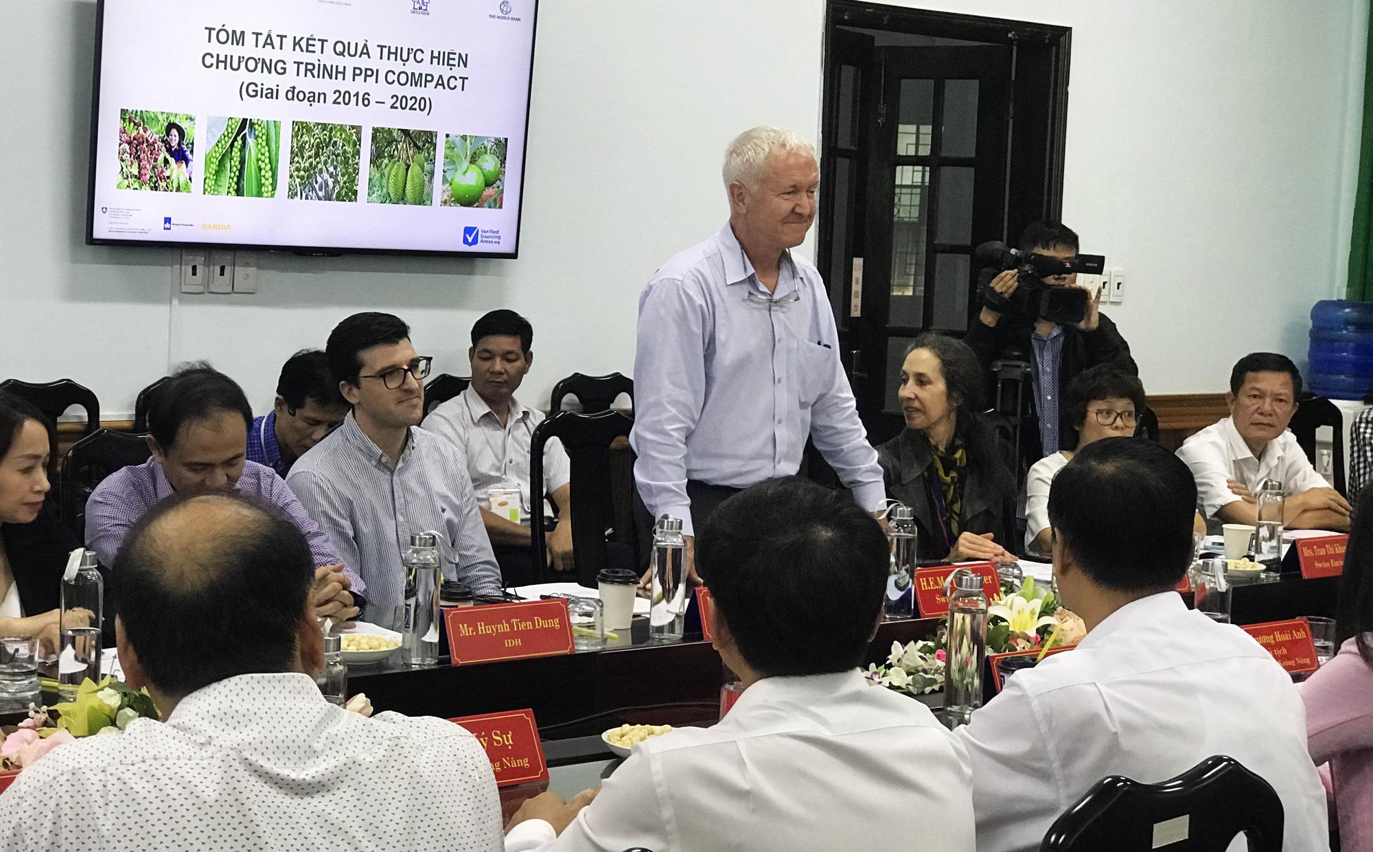 Đại sứ đặc mệnh toàn quyền Thụy Sĩ tại Việt Nam thăm nông dân Đắk Lắk - Ảnh 1.