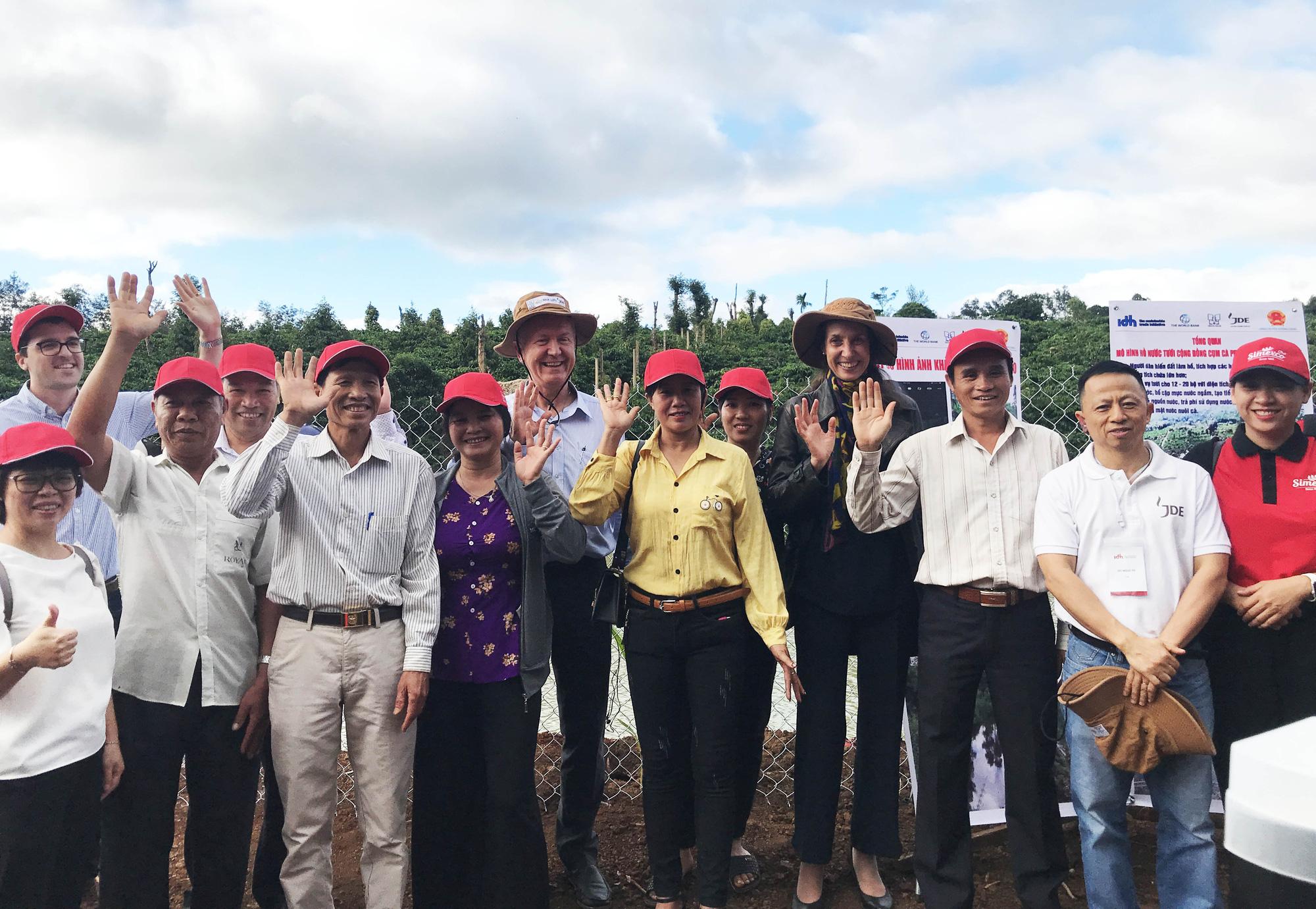 Đại sứ đặc mệnh toàn quyền Thụy Sĩ tại Việt Nam thăm nông dân Đắk Lắk - Ảnh 3.