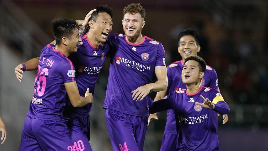 """HLV Quảng Nam FC """"cười từ thiện"""" khi HLV Vũ Tiến Thành """"đuổi"""" 18 cầu thủ - Ảnh 1."""