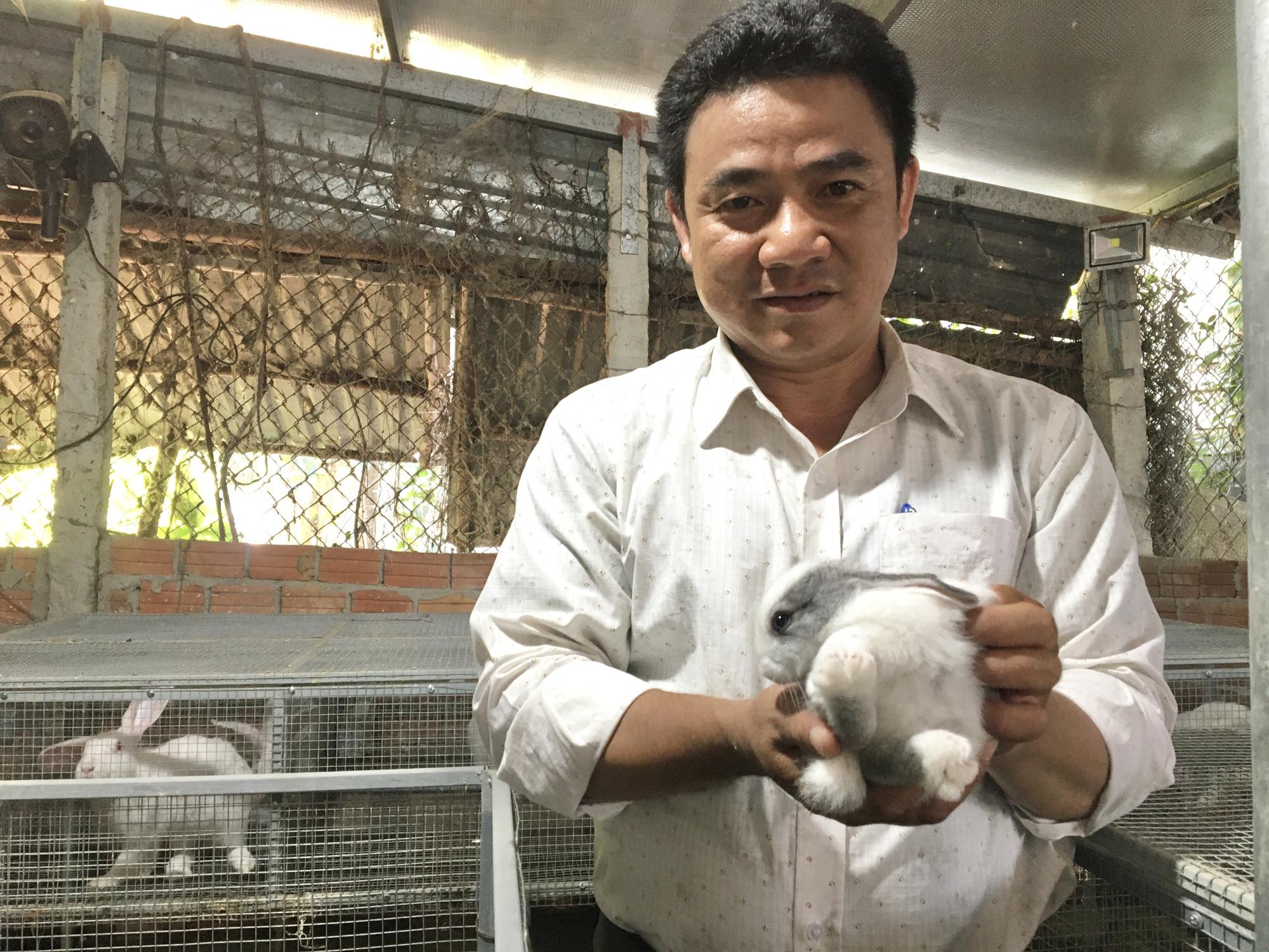 Đà Nẵng: Kỹ sư 8X bỏ phố lên núi nuôi thỏ, trồng nấm vươn lên làm giàu - Ảnh 1.