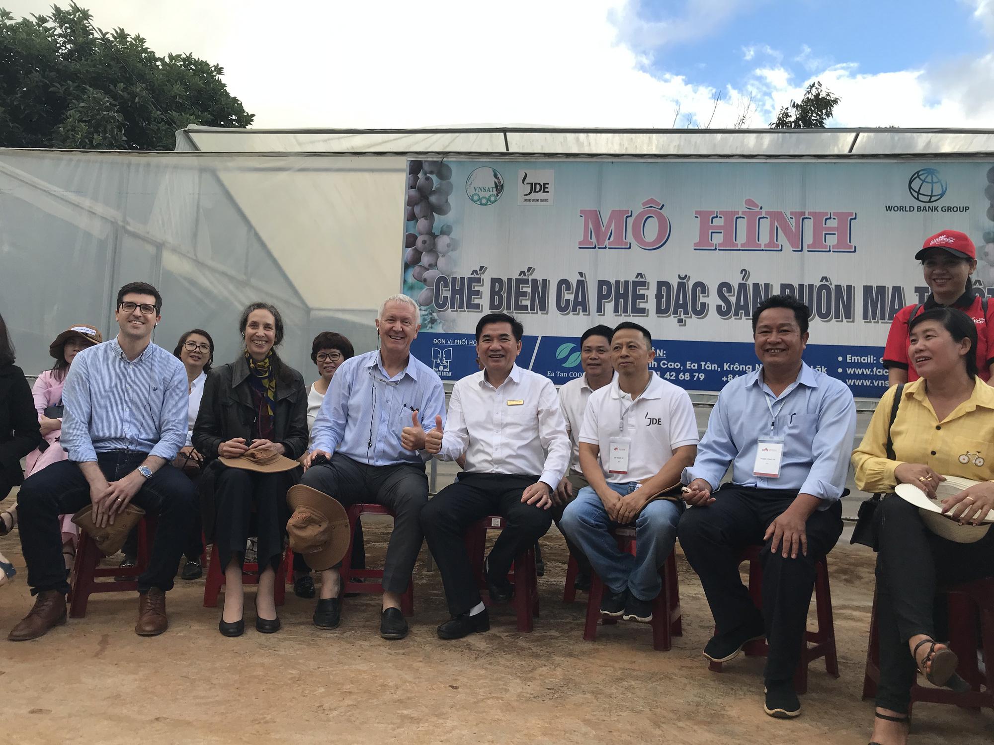 Đại sứ đặc mệnh toàn quyền Thụy Sĩ tại Việt Nam thăm nông dân Đắk Lắk - Ảnh 5.