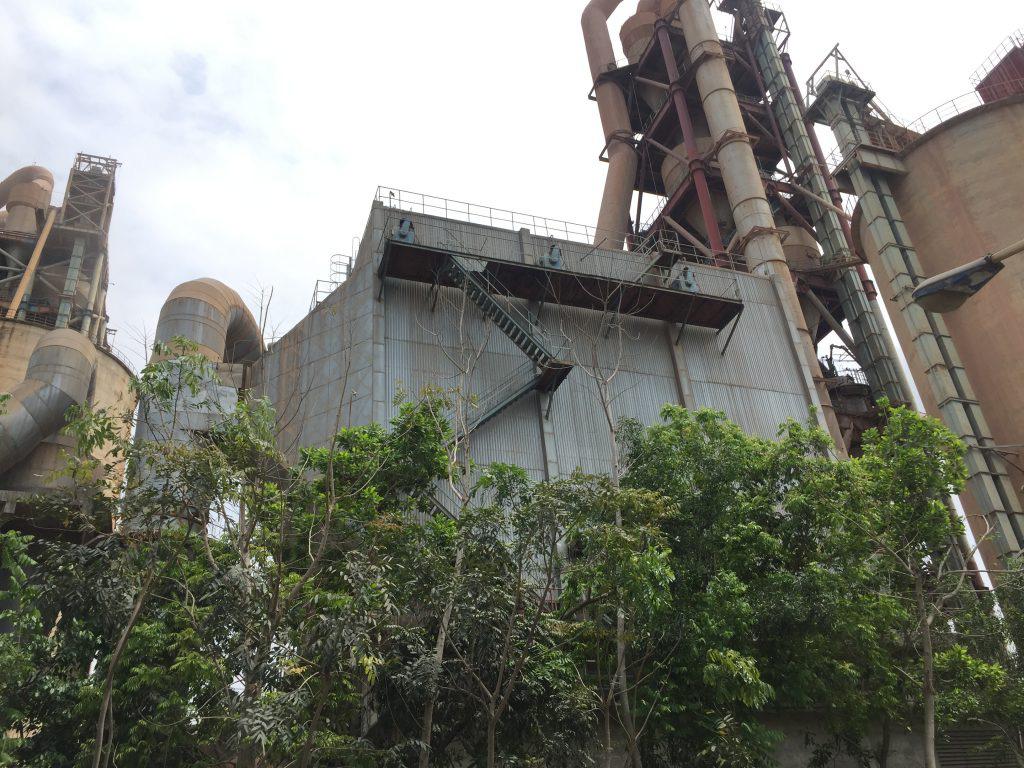 Ninh Bình, Quảng Nam xin chuyển diện tích rừng làm nhà máy xi măng, đường giao thông, Bộ NNPTNT từ chối - Ảnh 2.