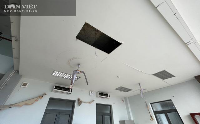 Quảng Ngãi: Hư nát bên trong công trình UBND huyện 80 tỷ vừa nghiệm thu kĩ thuật  - Ảnh 6.