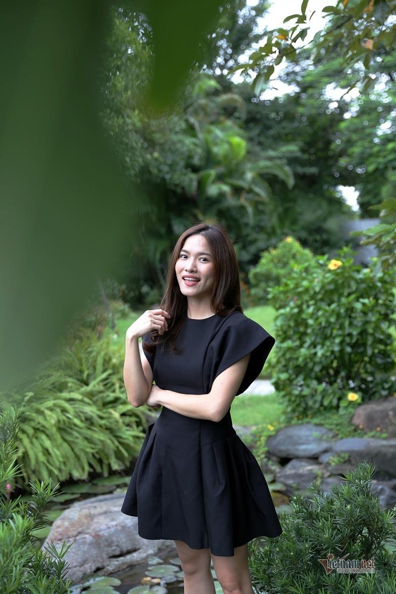 MC Mai Trang VTV: Nhiều người khuyên tôi lấy chồng giàu là xong - Ảnh 4.