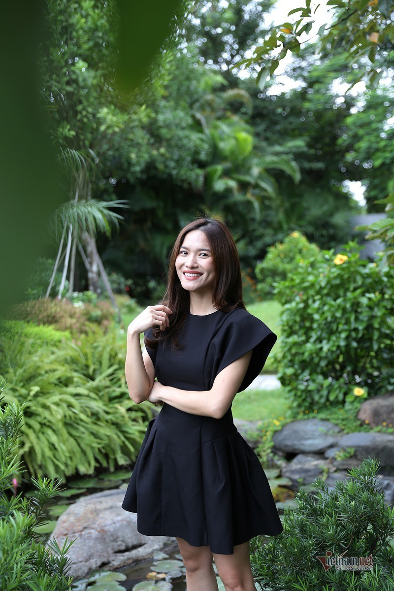 MC Mai Trang VTV: Nhiều người khuyên tôi lấy chồng giàu là xong - Ảnh 3.