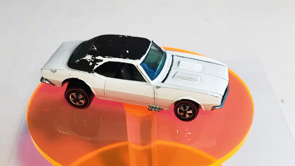 Ô tô đồ chơi mô hình bé bằng ngón tay giá tiền tỷ - Ảnh 1.