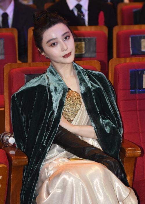 """Mỹ nhân phim cổ trang Trung Quốc ngoài đời gây """"choáng"""" gương mặt bị chê đơ cứng - Ảnh 2."""