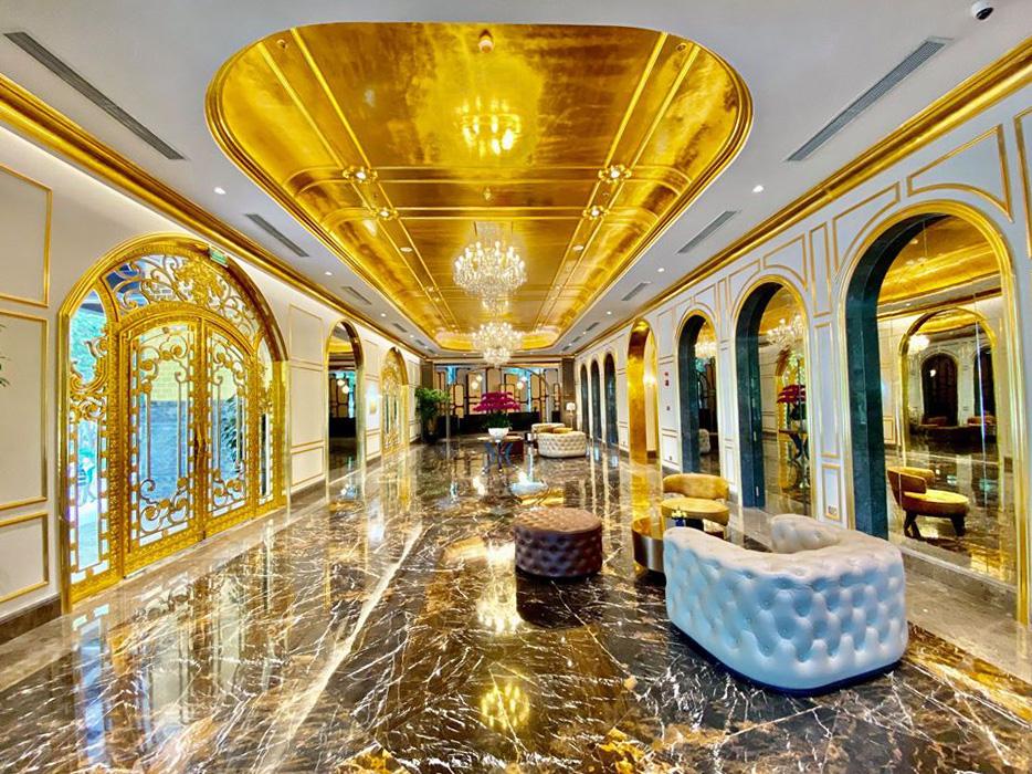 Khách sạn dát vàng 9999 đầu tiên trên thế giới ở Hà Nội xác lập kỷ lục - Ảnh 2.