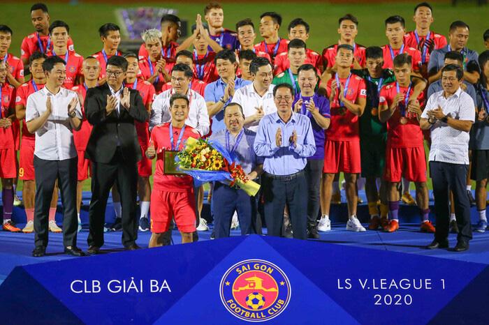 """Vì sao đội bóng """"We are One"""" Sài Gòn FC chia tay 19 người? - Ảnh 1."""