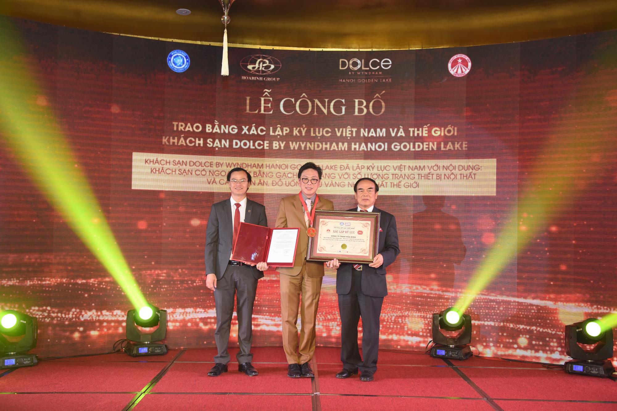 Khách sạn dát vàng 9999 đầu tiên trên thế giới ở Hà Nội xác lập kỷ lục - Ảnh 5.