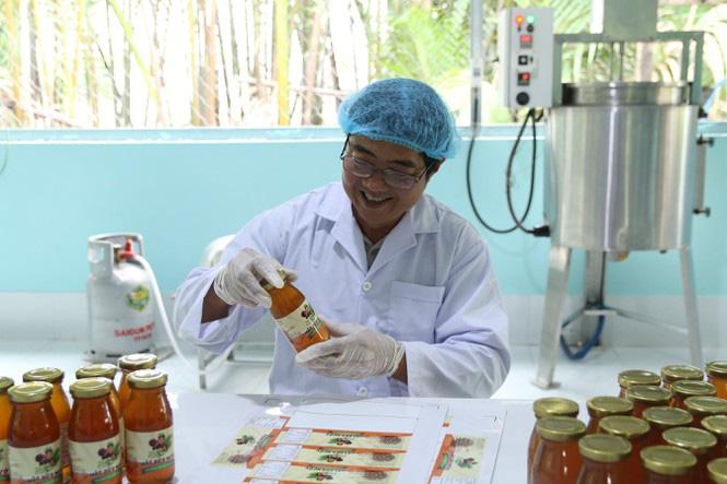 Có một không hai ở Việt Nam: Anh kỹ sư hot boy bắt cây dừa nước tiết ra mật - Ảnh 5.
